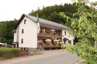 """Außenansicht Gasthof """"Zur Dorfschänke"""" Medebach-Dreislar"""