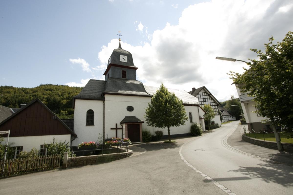 Dorfmitte / Kirche Medebach-Titmaringhausen